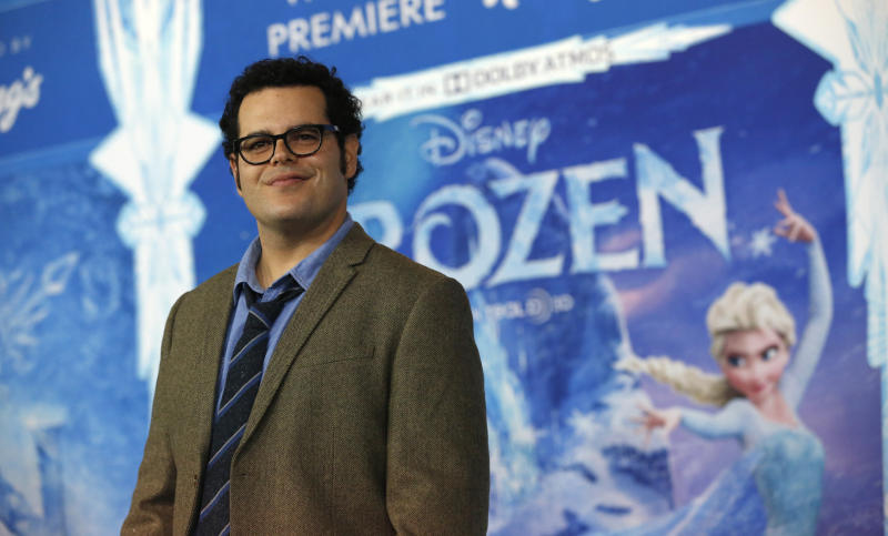 """Josh Gad poses at the premiere of """"Frozen."""""""