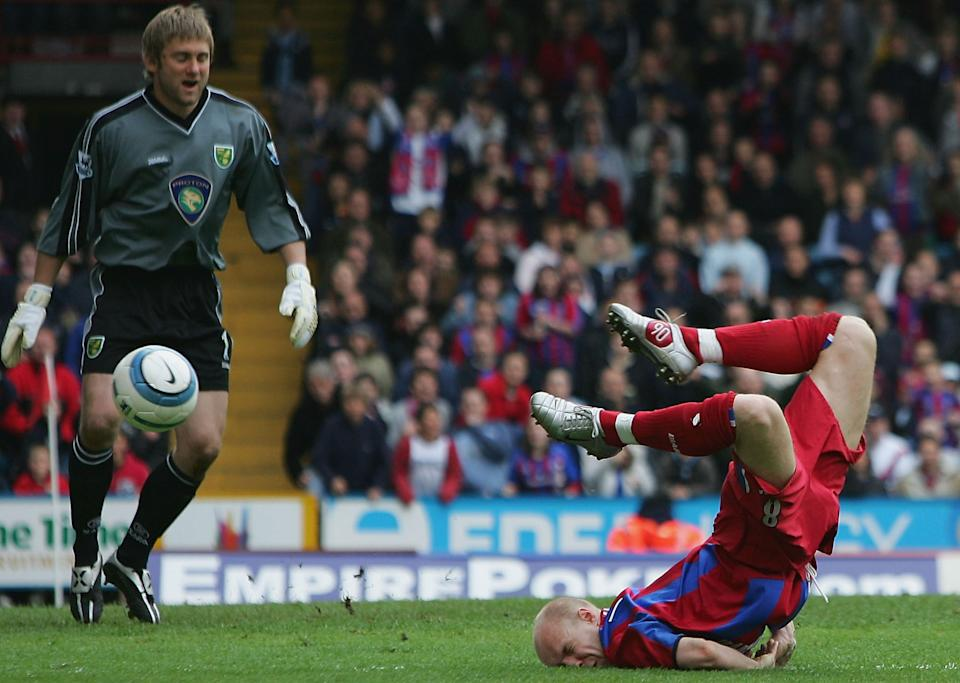 Andy Johnson wins and scores a penalty for Crystal Palace which relegates Norwich. Was it a dive? (16 April 2005)