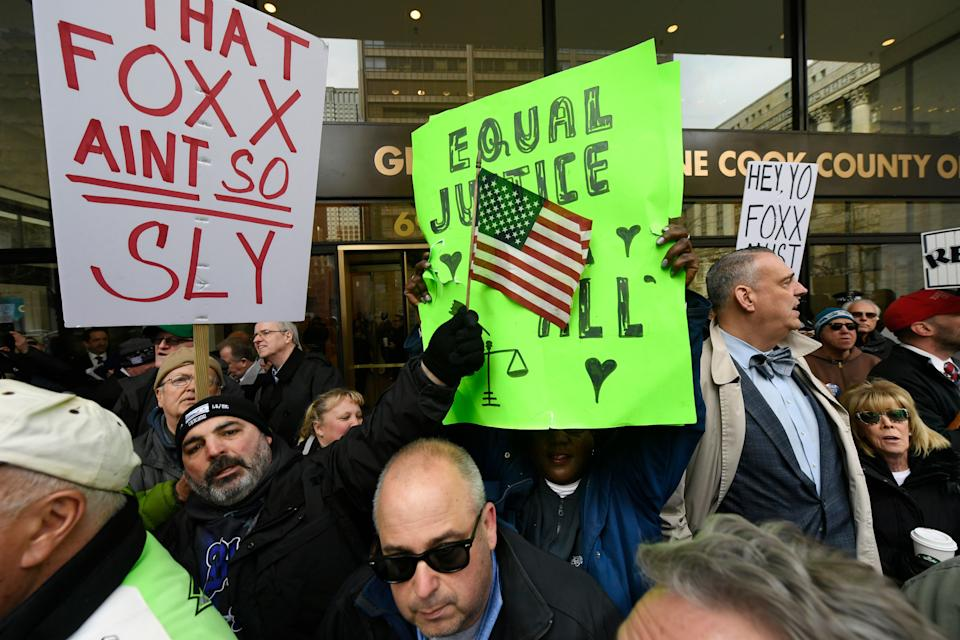"""Dueling protestors clash over Cook County State's Attorney Kim Foxx's office's decision to drop all charges against """"Empire"""" actor Jussie Smollett, Monday, April 1, 2019, in Chicago. (Photo: AP Photo/Paul Beaty)"""