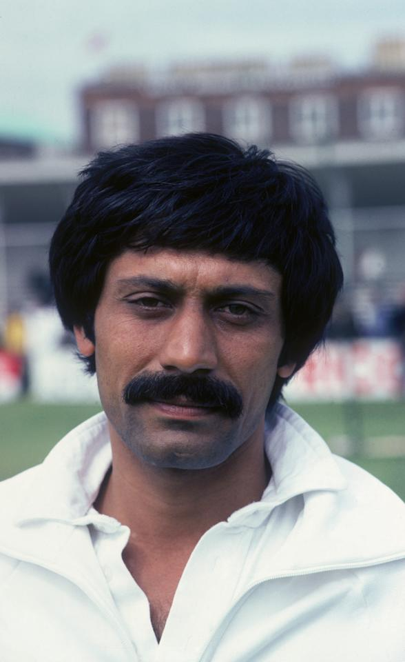 Pakistan all-round cricketer Wasim Raja (1952 - 2006), circa 1985.  (Photo by Adrian Murrell/Getty Images)