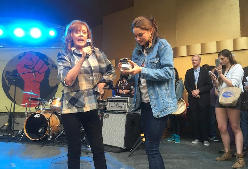 Susan Sarandon (L) and Shailene Woodley attend the Climate Revolution Rally on October 23, 2016 in Los Angeles, where they spoke against the government's environmental policies (AFP Photo/Frankie Taggart)