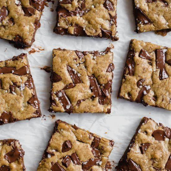 <strong>Get the <span>Gooey Chocolate Chunk Blondies recipe</span> from Handle the Heat</strong>