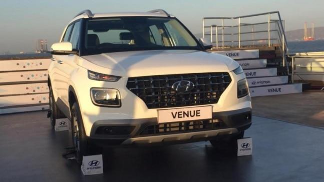 Hyundai Venue gets features like dark chrome front grille, projector headlamps with LED DRLs, projector fog lamps, LED tail lamps with a crystal effect, roof rails, shark fin antenna and diamond-cut alloy wheels.