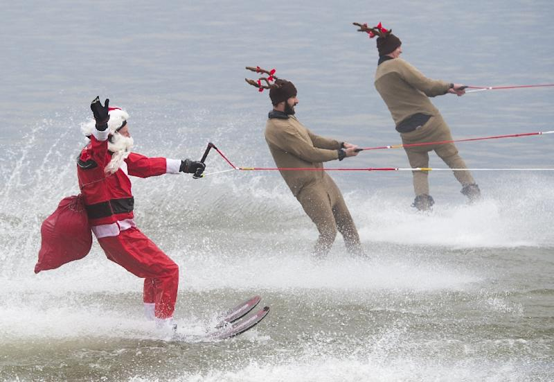 A man dressed as Santa Claus water skis alongside reindeer on the Potomac River in Alexandra, Virginia, December 24, 2015 (AFP Photo/Saul Loeb)