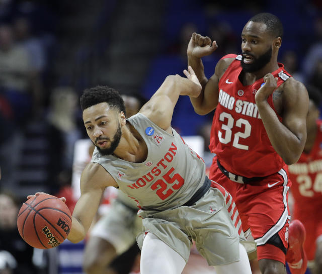 Houston's Galen Robinson Jr. (25) beats Ohio State's Keyshawn Woods (32) to a loose ball during the first half of a second round men's college basketball game in the NCAA Tournament Sunday, March 24, 2019, in Tulsa, Okla. (AP Photo/Charlie Riedel)