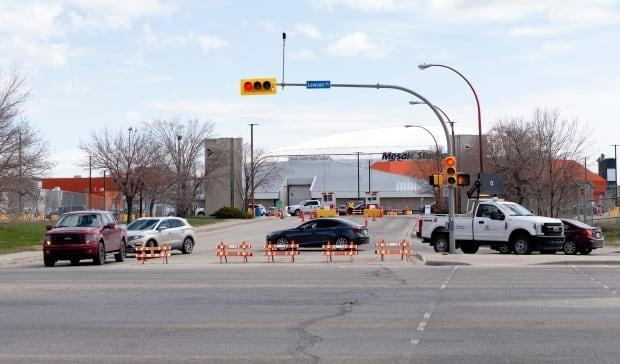 Some were allowed into the Evraz grounds in Regina, where vaccinations were being done by appointment and where COVID-19 testing was occurring, but some were being turned away as the Saskatchewan Health Authority announced a temporary line closure on Sunday. (Bryan Eneas/CBC - image credit)