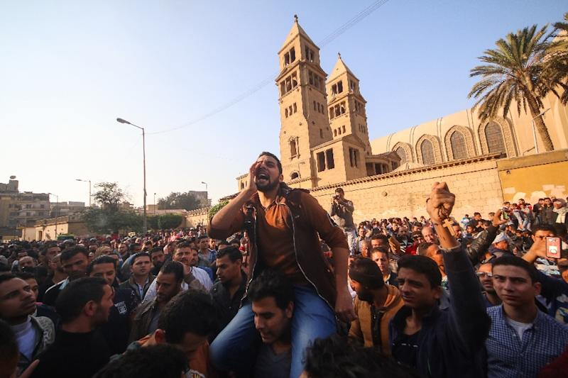 Egyptians gather outside the Saint Peter and Saint Paul Coptic Orthodox Church in Cairo on December 11, 2016 (AFP Photo/MOHAMED METEAB)