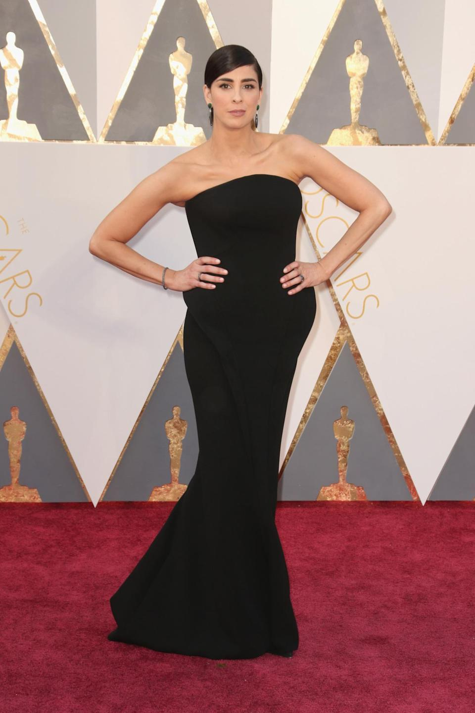 <p>Funny girl Sarah Silverman looks super serious — and incredibly beautiful — in a strapless black gown.<i> (Photo: Getty Images)</i></p>