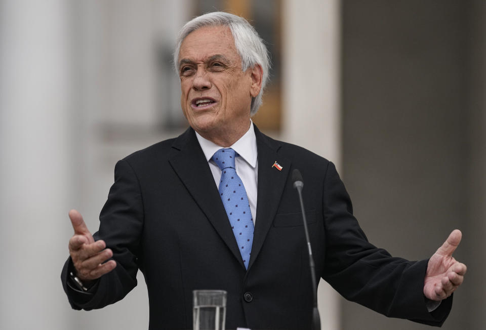 """Chilean President Sebastian Piñera gives a press conference at La Moneda presidential palace in Santiago, Chile, Monday, Oct. 4, 2021. Piñera is one of hundreds of current and former politicians identified as beneficiaries of secret offshore bank accounts to hide their investments and shield assets, according to the International Consortium of Investigative Journalists in a global report released on Oct. 3, 2021, dubbed the """"Pandora Papers."""" (AP Photo/Esteban Felix)"""