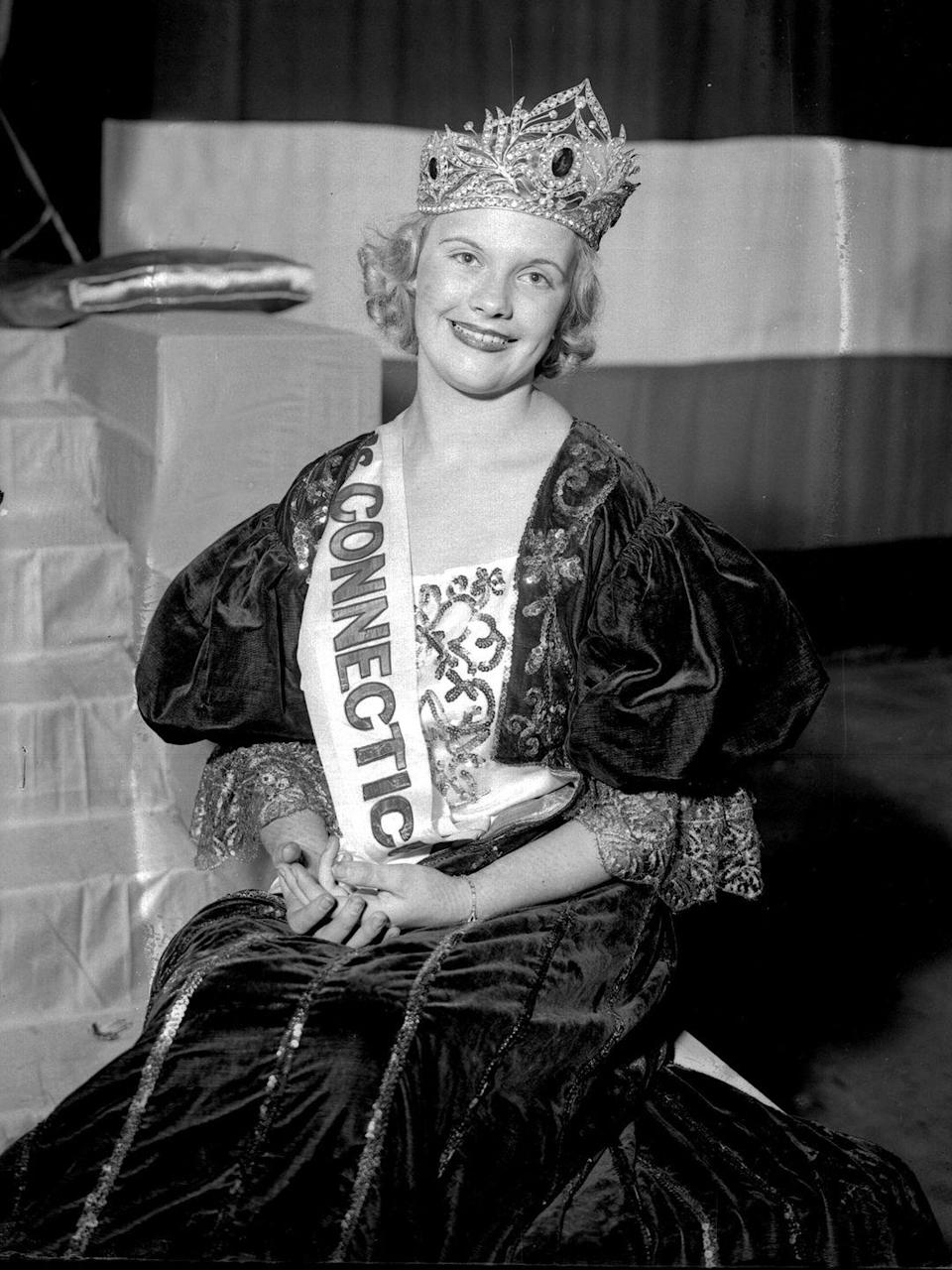 <p>When Marion Bergeron from Connecticut won Miss America, she was wearing an outfit fit for a queen. The puff sleeves and Renaissance design gave off major <em>Romeo and Juliet </em>vibes. </p>