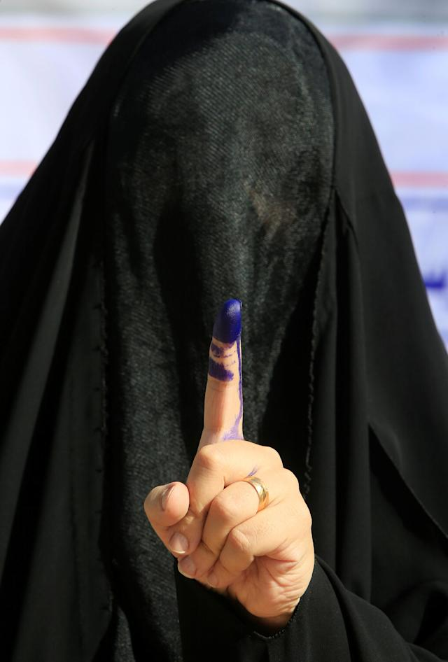 <p>A female security member shows her ink-stained finger after casting her vote at a polling station two days before polls open to the public in a parliamentary election in Najaf,, Iraq May 10, 2018. (Photo: Alaa al-Marjani/Reuters) </p>