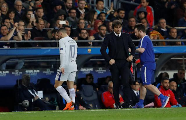 Soccer Football - Champions League Round of 16 Second Leg - FC Barcelona vs Chelsea - Camp Nou, Barcelona, Spain - March 14, 2018 Chelsea manager Antonio Conte and Eden Hazard look dejected Action Images via Reuters/Lee Smith