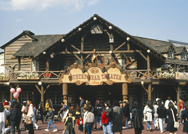 The entrance evokes a wonderfully Western atmosphere.