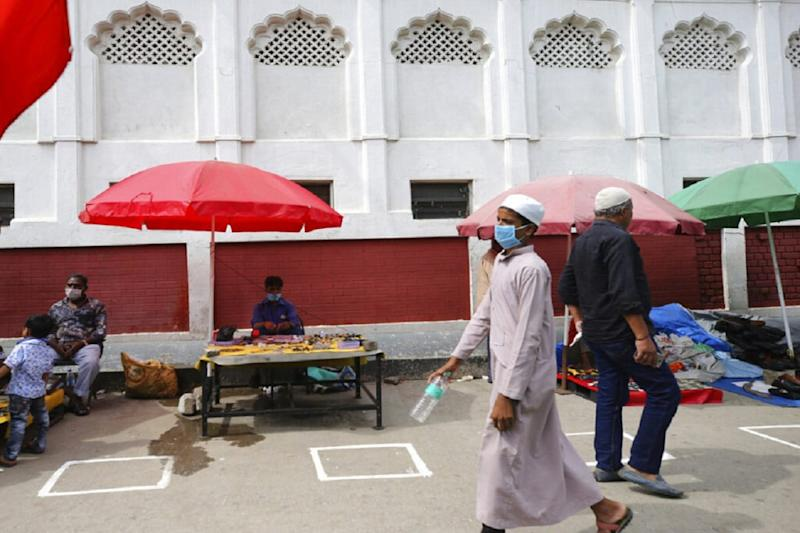 Congregational Prayers Offered in Kashmir's Major Mosques and Shrines for First Time Since Lockdown