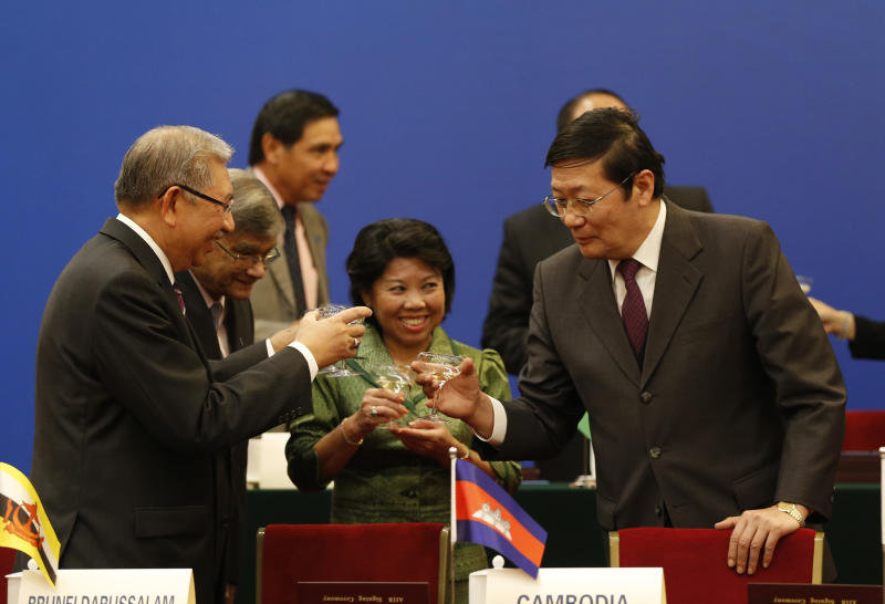 Chinese Finance Minister Lou Jiwei (R) toasts with guests at the signing ceremony of the Asian Infrastructure Investment Bank at the Great Hall of the People in Beijing on October 24, 2014 (AFP Photo/Takaki Yajima)