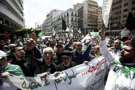 Demonstrators shout slogans during anti government protests in Algiers, Algeria April 26, 2019. REUTERS/Ramzi Boudina