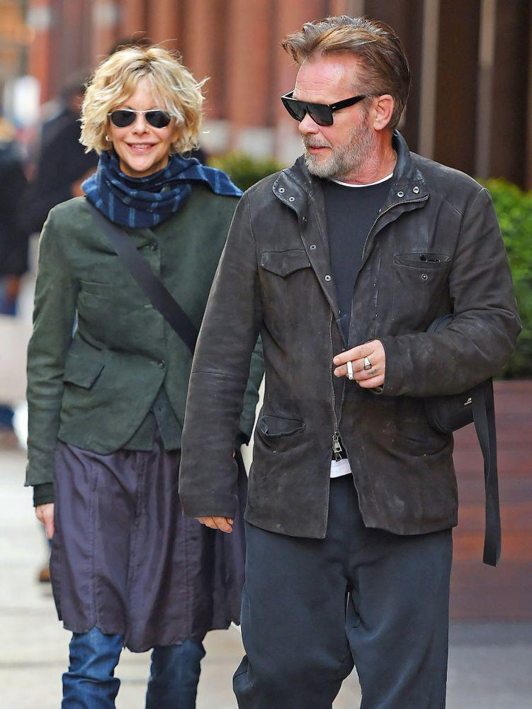 Ryan and Mellencamp taking a stroll in New York City
