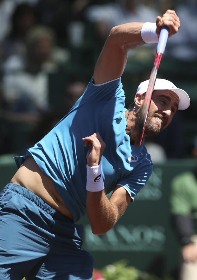 Steve Johnson serves against Tennys Sandgren, both of United States, during the first set of the U.S. Men's Clay Court tennis Championship final at River Oaks Country Club on Sunday, April 15, 2018, in Houston. Johnson took this set 7-6. (Yi-Chin Lee/Houston Chronicle via AP)