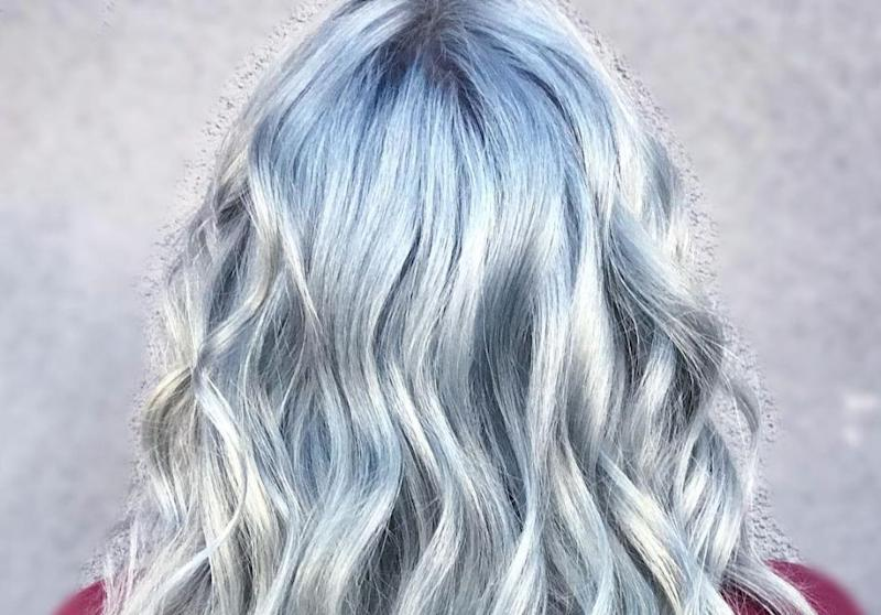 Le blond bleu est la nouvelle coloration star d'Instagram