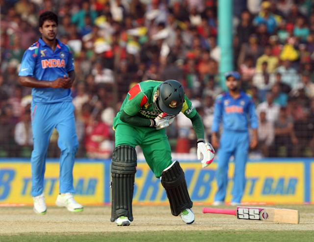 A Bangladeshi batsman gets hurt during the 2nd ODI match of Asia Cup between India and Bangladesh at Khan Shaheb Osman Ali Stadium in Fatullah of Bangladesh on Feb.26 , 2014. (Photo: IANS)