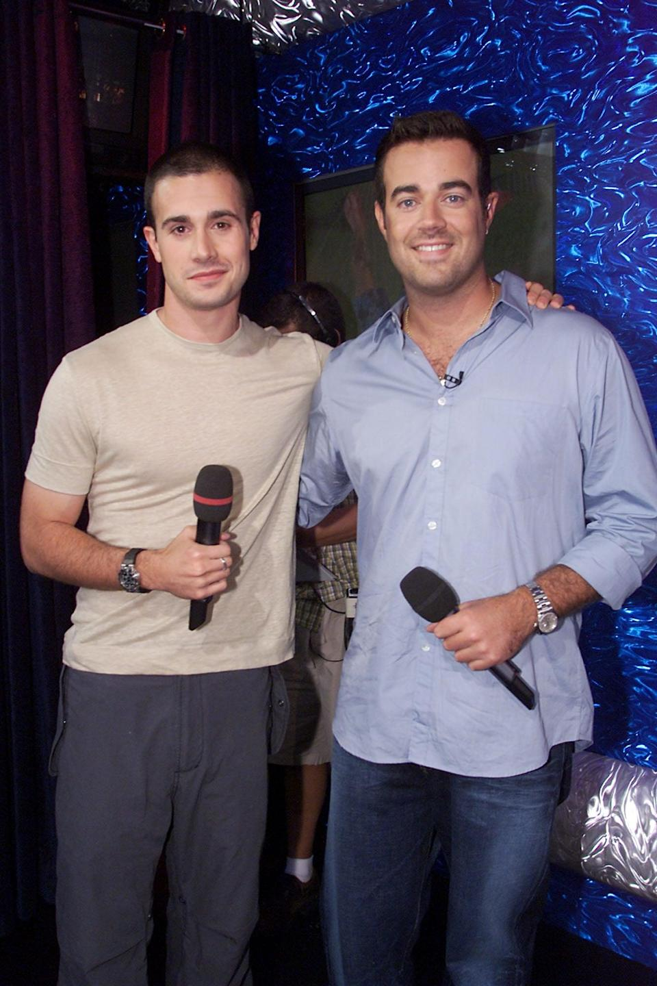 <p>Freddie Prinze Jr. posed with Carson Daly during a show in 2001.</p>