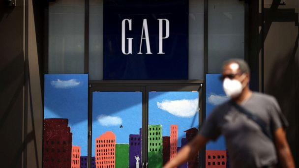PHOTO: A pedestrian walks by the closed GAP flagship store on Aug. 18, 2020, in San Francisco. (Justin Sullivan/Getty Images, FILE)