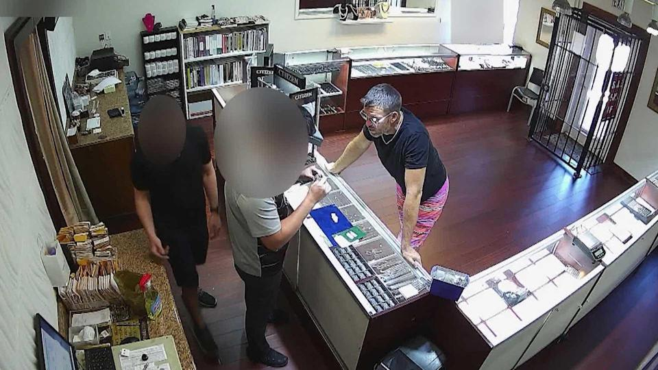 David Anthony is seen selling Gretchen's jewelry in Jupiter, Florida. / Credit: CBS News