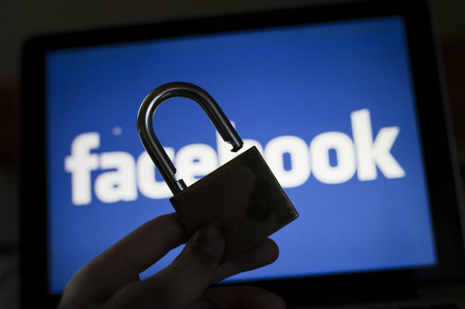 MELAUNE, GERMANY - AUGUST 08: In this photo illustration to the topic 'data security' an open padlock i captured in front of the logo of facebook on August 08, 2016 in Melaune, Germany. (Photo Illustration by Florian Gaertner/Photothek via Getty Images)