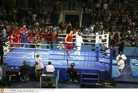 Boxing - Olympics - Athens 2004 Olympic Games - Men's Super Heavy 91 kg Final - 29/8/04 Russia's Alexander Povetkin wins gold Mandatory Credit: Action Images / Brandon Malone