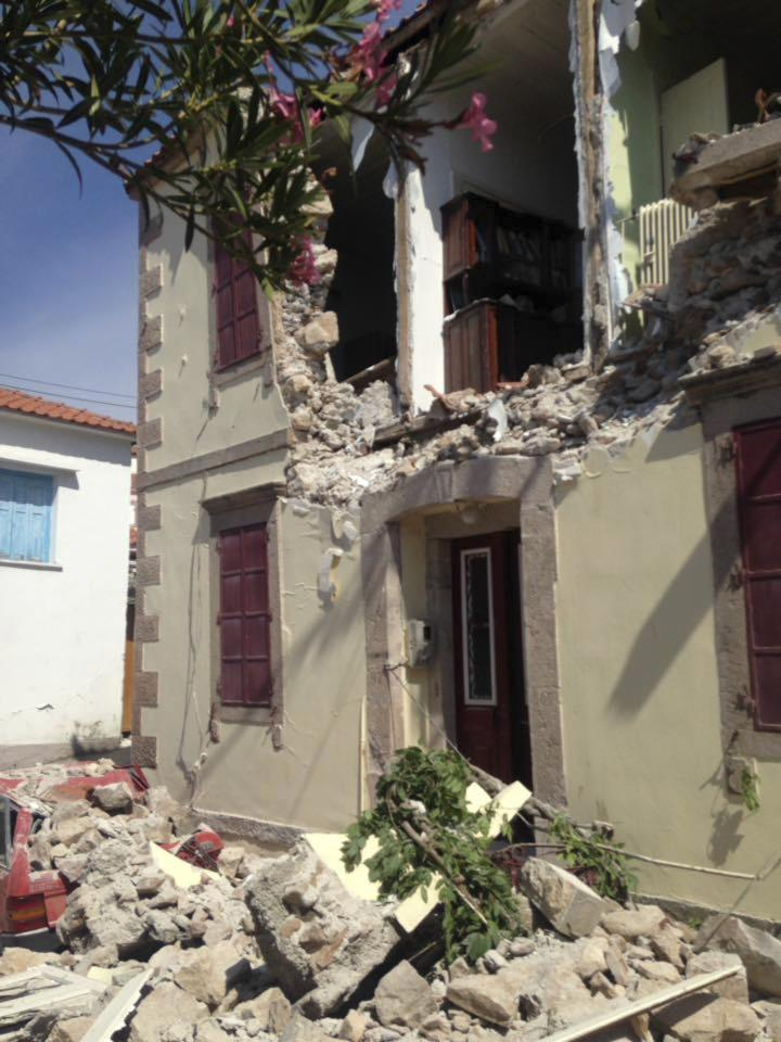 <p>The side of a building sits on the street following the earthquake. (AP Photo/Apostolis Paraskevopoulos) </p>