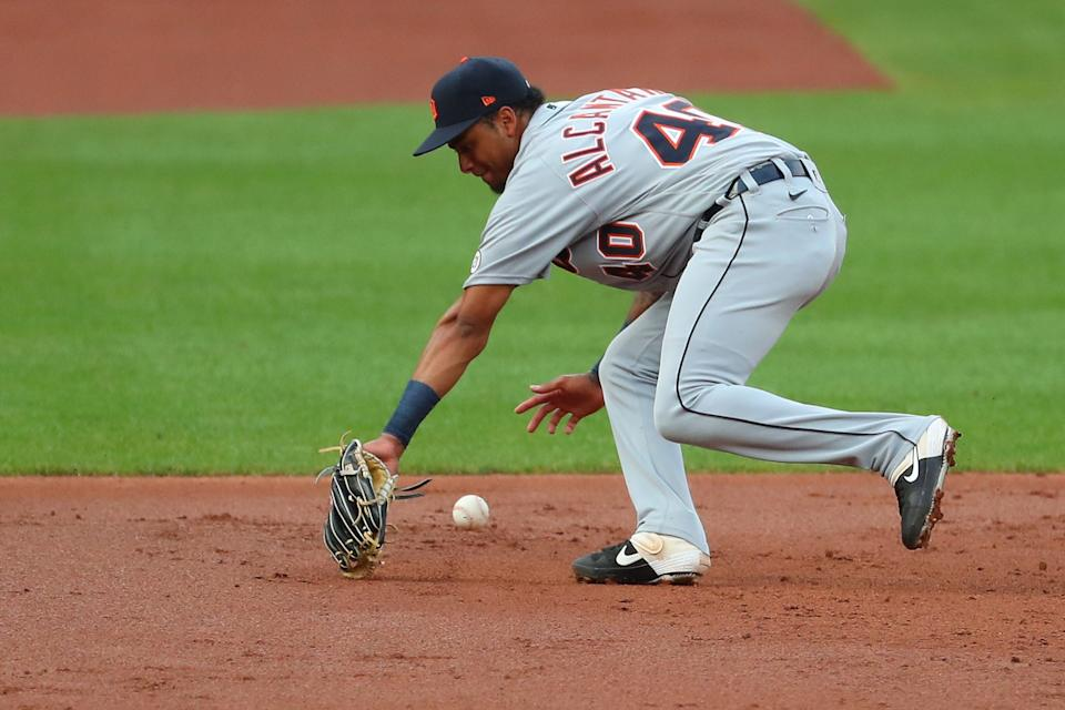 Tigers third baseman Sergio Alcantara attempts to field a groundball against the Cardinals in the second inning in the second game of the doubleheader against the Cardinals on Thursday, Sept. 10, 2020, in St. Louis.
