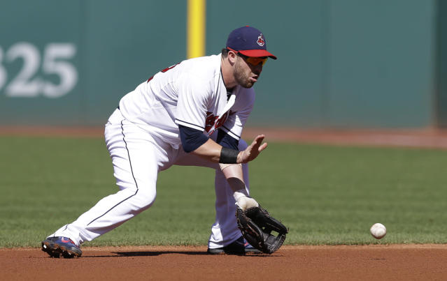 Cleveland Indians' Jason Kipnis fields a ball hit by Arizona Diamondbacks' Didi Gregorius in the first inning of the first baseball game of a doubleheader, Wednesday, Aug. 13, 2014, in Cleveland. Gregorius was out on the play. (AP Photo/Tony Dejak)