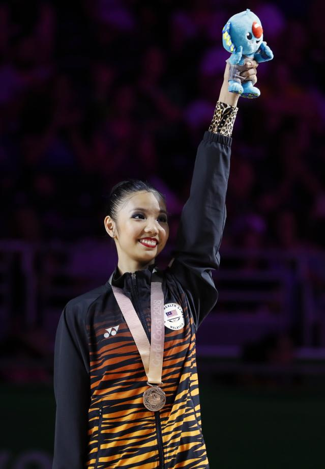 Rhythmic Gymnastics - Gold Coast 2018 Commonwealth Games - Individual Ribbon Final - Coomera Indoor Sports Centre - Gold Coast, Australia - April 13, 2018. Koi Sie Yan of Malaysia poses with her bronze medal. REUTERS/David Gray