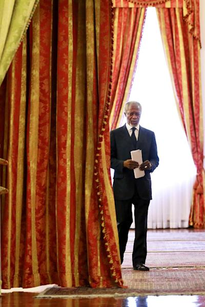 """Kofi Annan Former U.N. secretary general, arrives at a meeting in Tehran, Iran, Monday, Jan. 27, 2014. The former head of the United Nations urged Iran Monday to build on a historic deal reached with world powers in November and work toward a final settlement over its contested nuclear program. Annan, who is heading a group of ex-world leaders known as """"The Elders,"""" made the comments after a meeting with Iran's Foreign Minister Mohammad Javad Zarif Monday. (AP Photo/Ebrahim Noroozi)"""