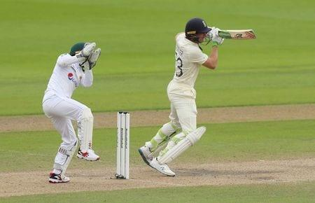 Stokes, Woakes keep England in the hunt in first test v Pakistan
