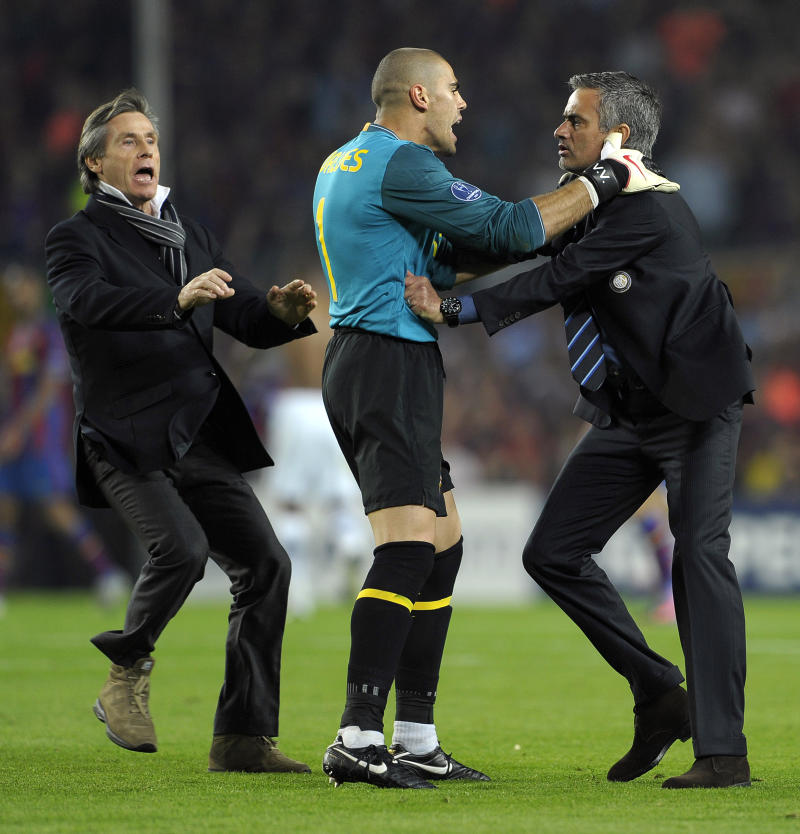 Inter Milan's Portuguese coach Jose Mourinho (R) argues with Barcelona's goalkeeper Victor Valdes (C) after the UEFA Champions League semi-final second leg football match Barcelona vs Inter Milan on April 28, 2010 at the Camp Nou stadium in Barcelona. Milan reached the Champions League final beating Barcelona 3-2 on aggregate in their semi-final despite losing the second leg 1-0. AFP PHOTO / JOSEP LAGO (Photo credit should read JOSEP LAGO/AFP via Getty Images)