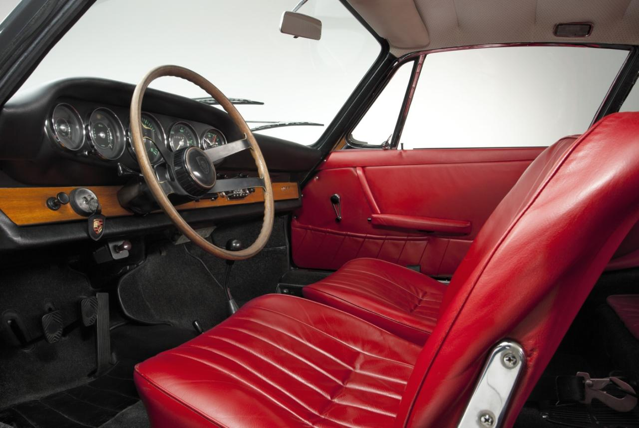 <p>Interior of the 1964 Porsche 911</p>
