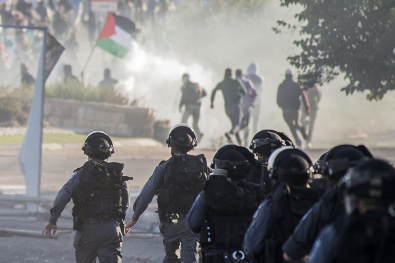 Israel security forces walk towards Arab Israeli youths during clashes in the town of Kfar Kana, in northern Israel on November 9, 2014 (AFP Photo/Jack Guez)