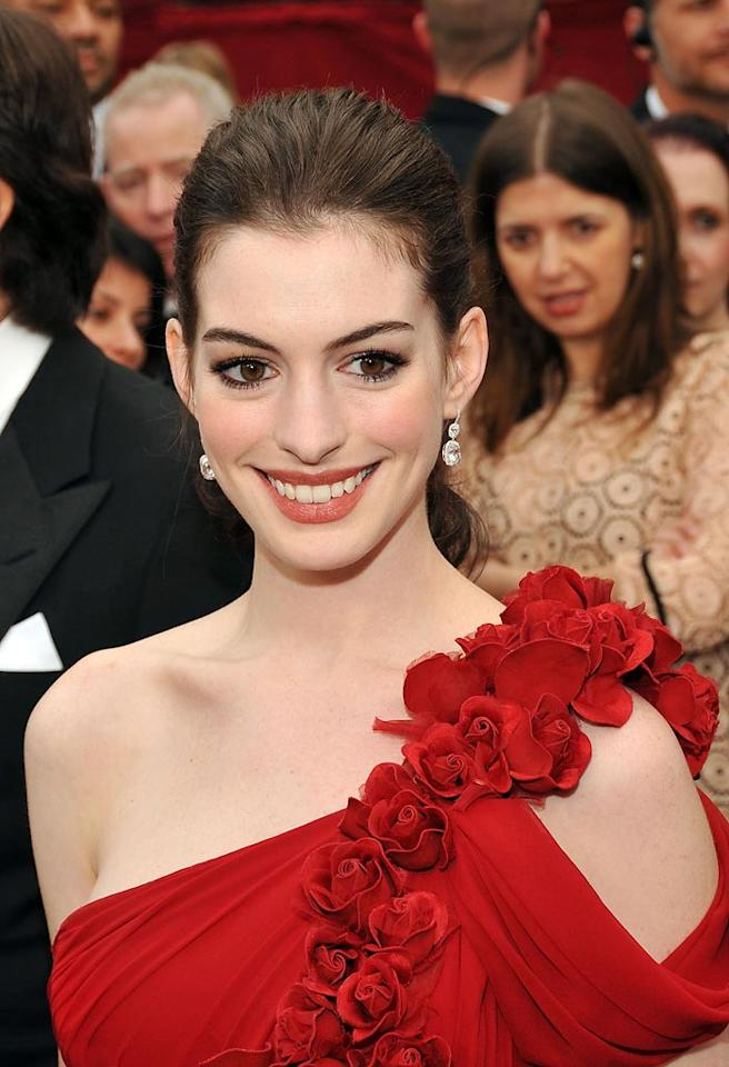 """<a href=""""http://movies.yahoo.com/movie/contributor/1804705919"""">Anne Hathaway</a> attends the 80th Annual Academy Awards at the Kodak Theatre - 02/24/2008"""