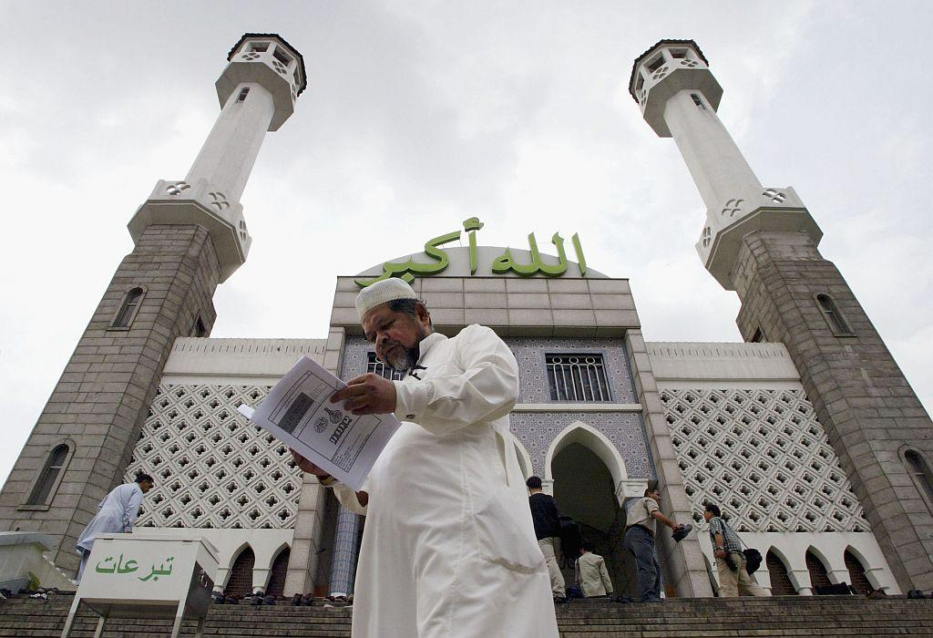 <b>SEOUL, SOUTH KOREA:</b> Muslims enter the Seoul Central Mosque in Seoul, South Korea. The only mosque in Seoul, it holds lectures in English, Arabic, and Korean.