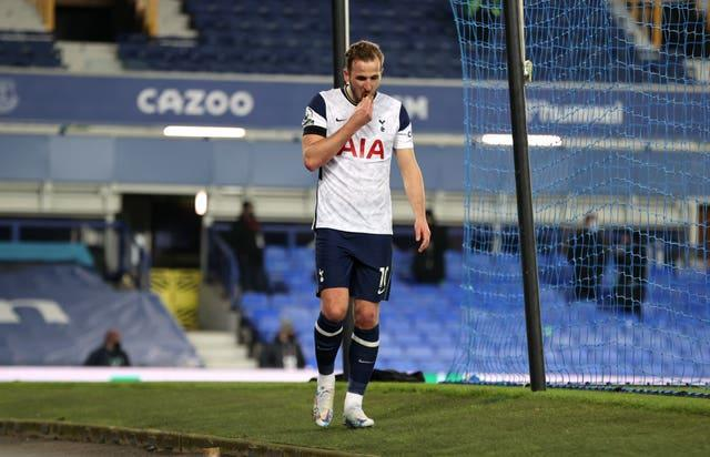 Harry Kane limps off