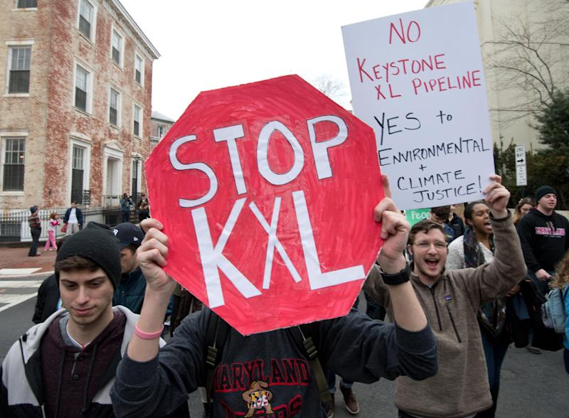 Students protest against the proposed Keystone XL pipeline in Washington, DC on March 2, 2014 (AFP Photo/Nicholas Kamm)