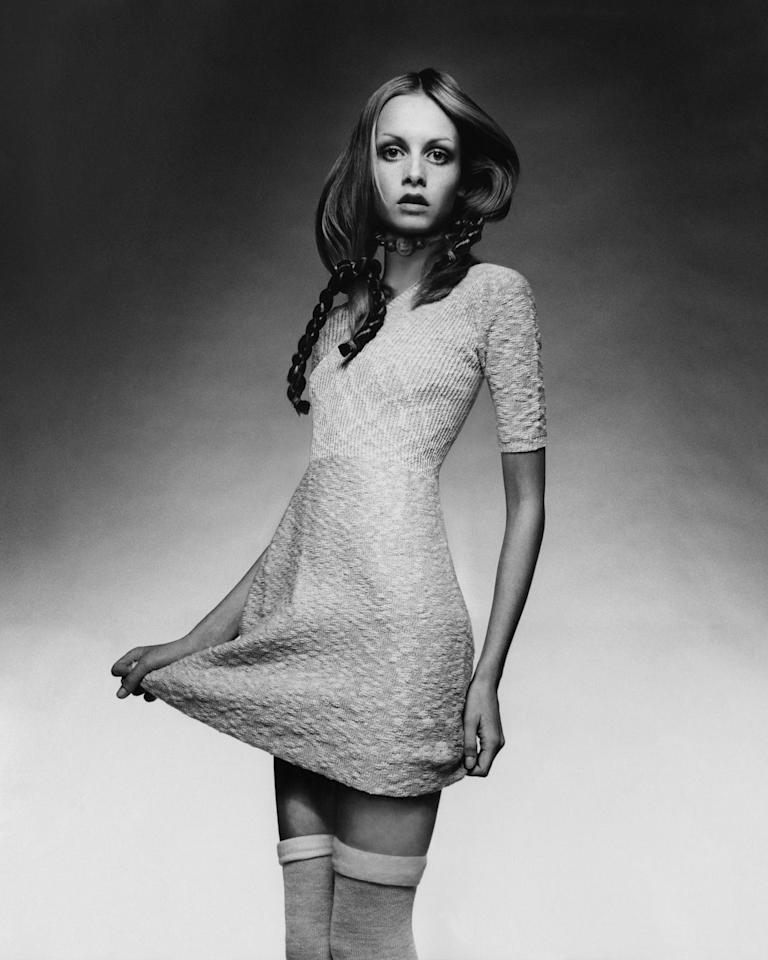 <p>We give credit to Twiggy's iconic 1970 <em>Vogue </em>cover for this cutesy trend taking over prom nights everywhere.</p>