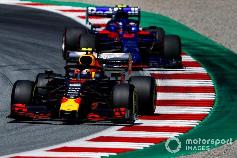 "Pierre Gasly, Red Bull Racing RB15, leads Alexander Albon, Toro Rosso STR14<span class=""copyright"">Glenn Dunbar / LAT Images</span>"