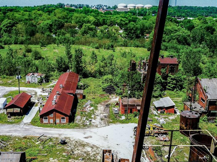 <p>The 2,000 acres of land is a mixture of derelict decomposition, rusting machinery, overturned offices and broken equipment. (Photo: Abandoned Southeast/Caters News) </p>