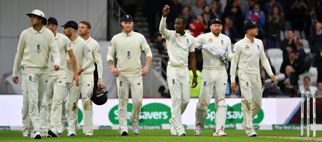 Leading man - Jofra Archer (3R) takes England off the field after his six-wicket haul in the third Test against Australia at Headingley (AFP Photo/Paul ELLIS)