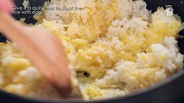Cooking egg fried rice