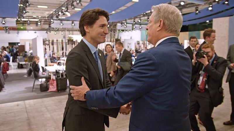 Justin-Trudeau-meets-former-Vice-President-Al-Gore-at-the-Paris-Conference