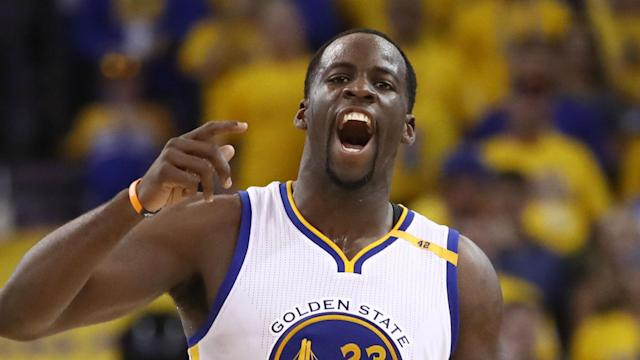 """<a class=""""link rapid-noclick-resp"""" href=""""/nba/players/5069/"""" data-ylk=""""slk:Draymond Green"""">Draymond Green</a> engaged in a lively back-and-forth with Dennis Smith Jr. Monday night."""