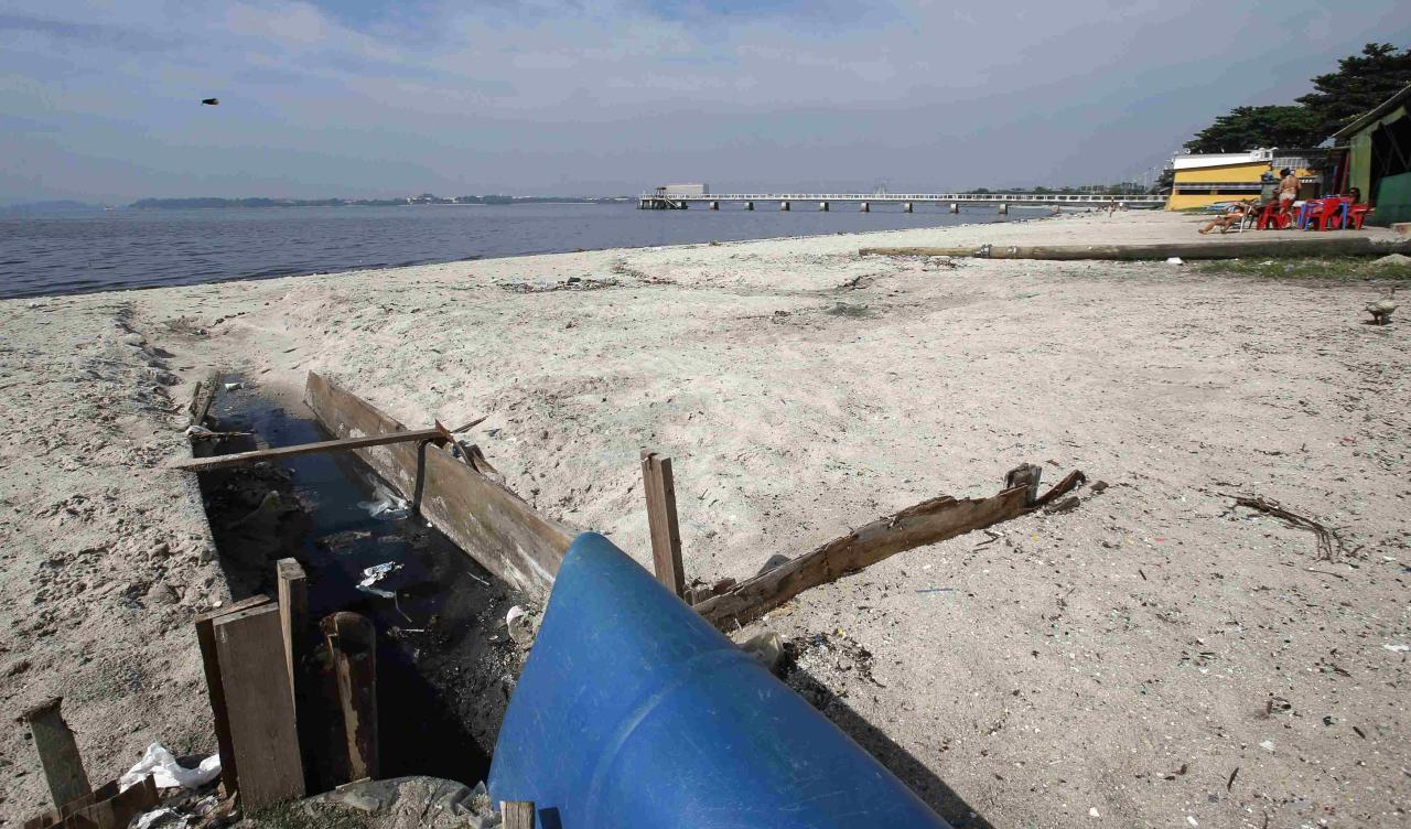 A sewage duct is seen on Galeao beach in the Guanabara Bay in Rio de Janeiro March 13, 2014. According to the local media, the city of Rio de Janeiro continues to face criticism locally and abroad that the bodies of water it plans to use for competition in the 2016 Olympic Games are too polluted to host events. Untreated sewage and trash frequently find their way into the Atlantic waters of Copacabana Beach and Guanabara Bay - both future sites to events such as marathon swimming, sailing and triathlon events. REUTERS/Sergio Moraes (BRAZIL - Tags: ENVIRONMENT SPORT OLYMPICS)